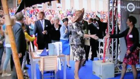 Koningin Maxima de hand geschut