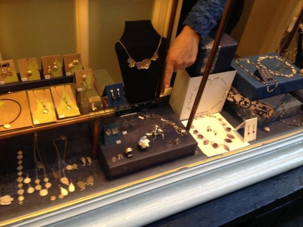 Sieraden in bijzonder winkeltje in Amsterdam